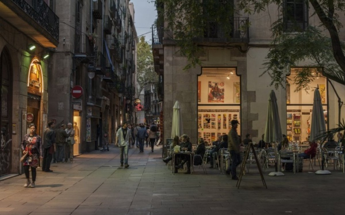 Study in Barcelona and have free plans, it is possible